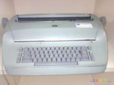Três Maquinas escrever, uma é electrica