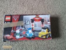 LEGO - CARS  - TOKYO PIT STOP