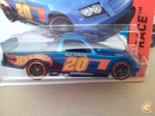2015 HOT WHEELS - CIRCLE TRUCKER      *NOVO*