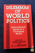 4. Livro Dilemmas of World Politics, John Baylis
