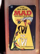 LIVRO ANTIGO - THE ALL NEW MAD SECRET FILE ON  SPY VS SPY